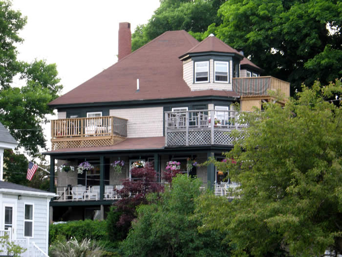 The Kingsleigh Inn Bed and Breakfast, surrounded by Acadia National Park